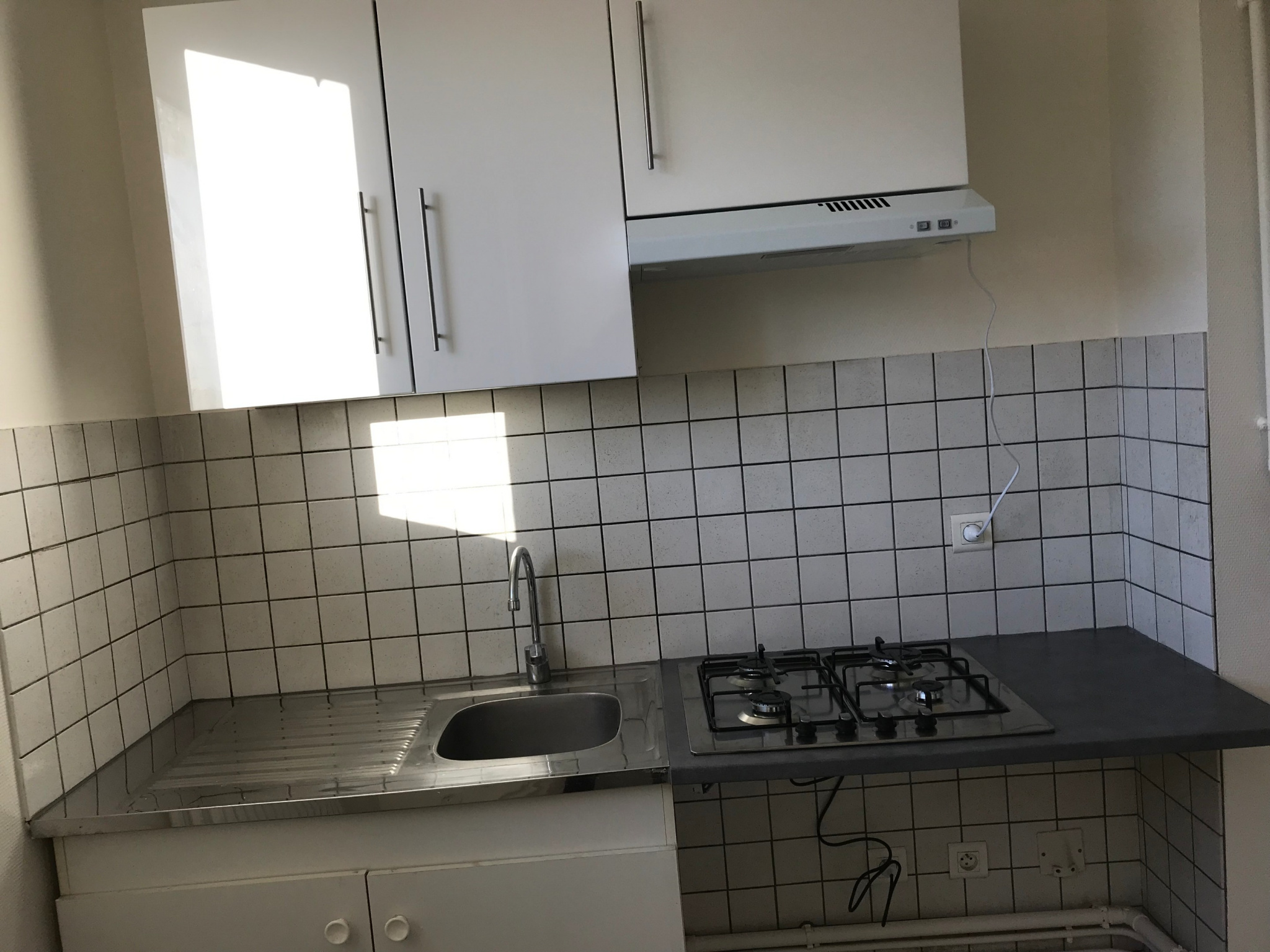 location t2 13 rue pierre jacoby aurillac cuisine semi quip e. Black Bedroom Furniture Sets. Home Design Ideas